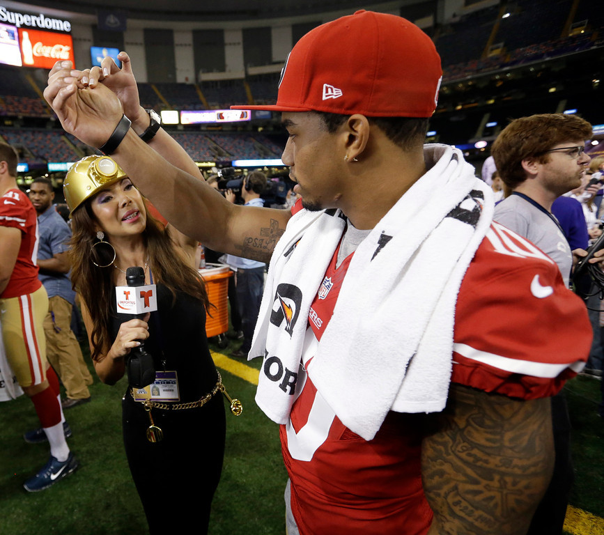 . Telemundo\'s Mireya Grisales interviews San Francisco 49ers wide receiver Kyle Williams during media day for the NFL Super Bowl XLVII football game Tuesday, Jan. 29, 2013, in New Orleans. (AP Photo/Pat Semansky)