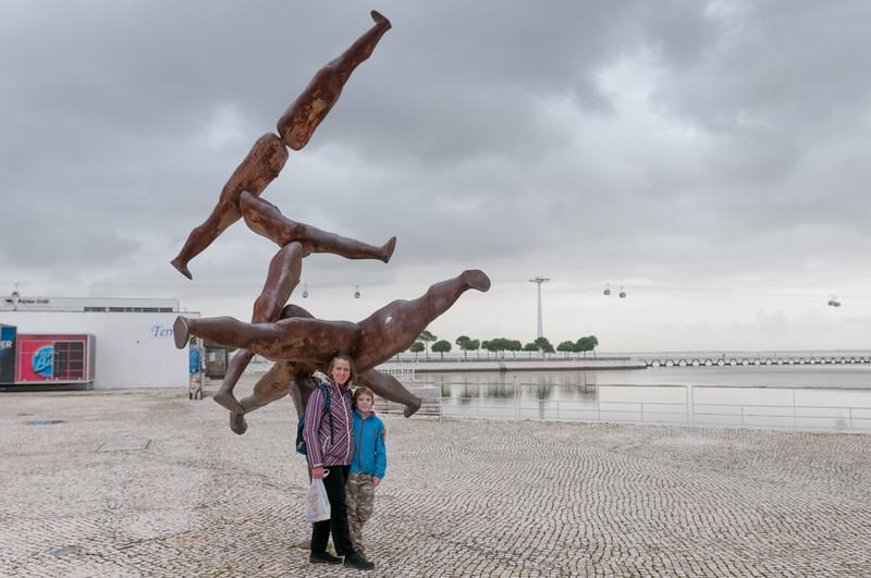 Diese Skultur ist von Antony Gormley. Ganz ähnliche Eisenmänner stehen auch in Stavanger!