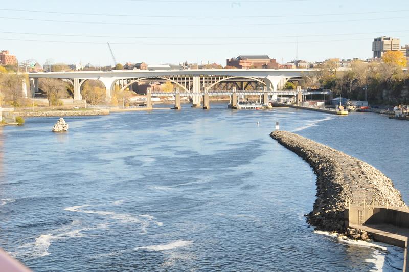 2014-10-25 Stone Arch Bridge 005.JPG