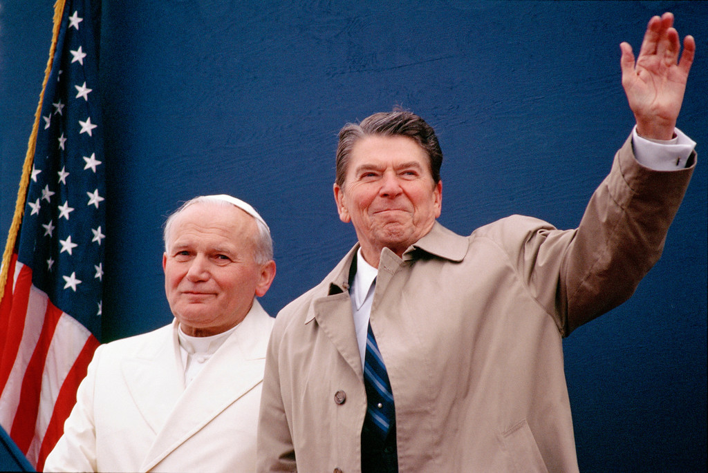 . President Ronald Reagan and Pope John Paul II meet together with U.S. and Vatican officials in the Fairbanks International Airport terminal May 2, 1984 in Fairbanks, Alaska. (Photo by David Hume Kennerly/Getty Images)