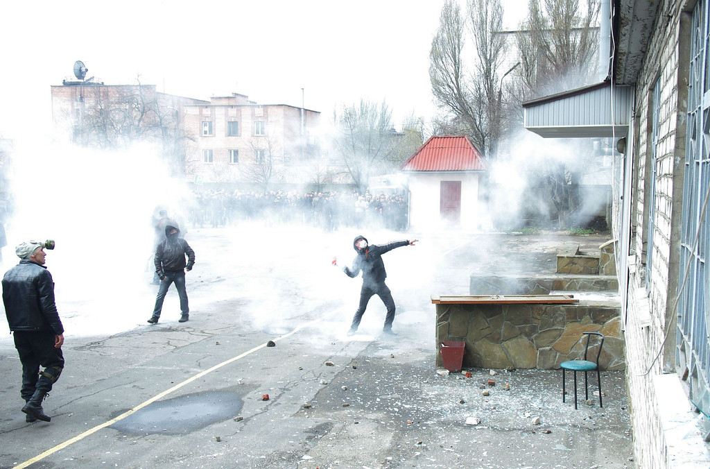 . Pro-Russia activists throw stones as they storm the regional police building in the eastern Ukrainian city of Horlivka (Gorlovka), near Donetsk, on April 14, 2014.   AFP PHOTO/ ALEXEY  KRAVTSOV/AFP/Getty Images