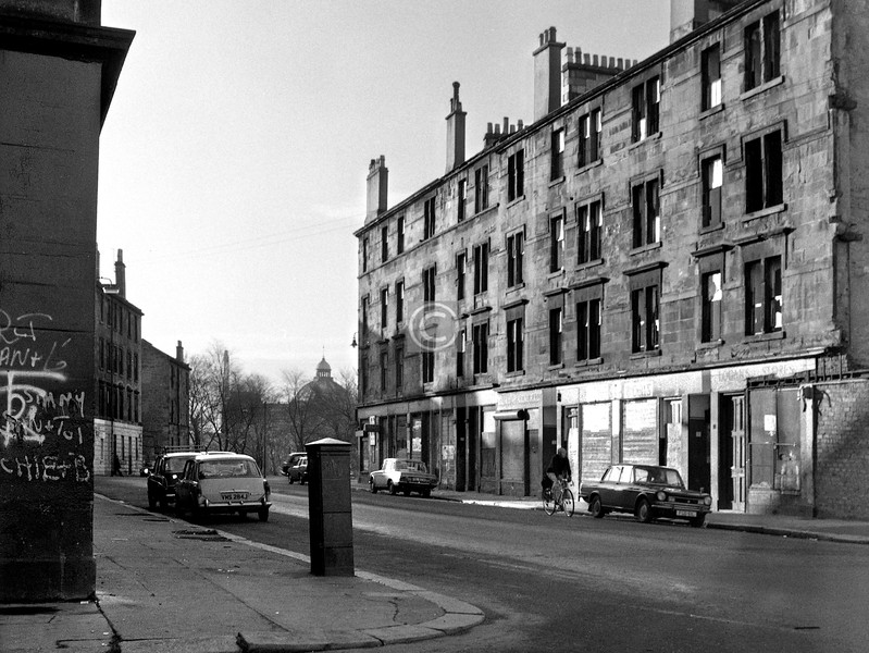 Foot of Claythorn St from the corner of Bankier St, with the dome of the People's Palace beyond Morris Place.    December 1975