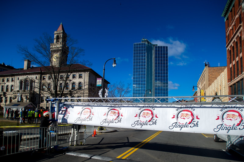 Worcester Jingle 5k Start and 1 Mile