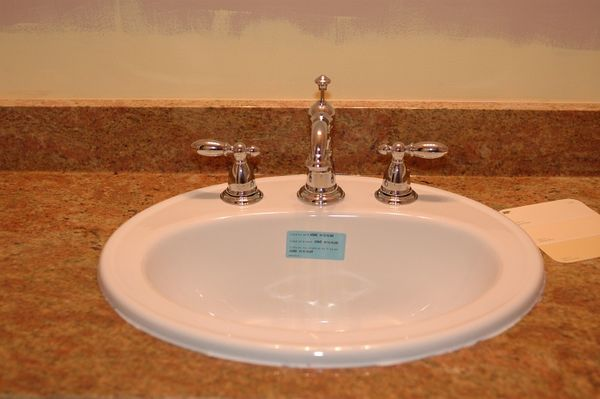 The new sink and faucet