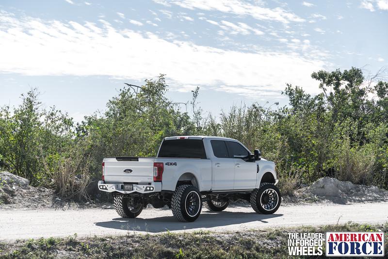 Champion4x4-Juan.S-White-2017-Ford-F250-Polish-Black-24x14-Tactical-Crown-WEB-180131-DSC00132-17.jpg