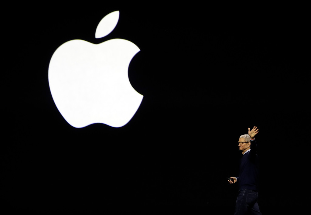. Apple CEO Tim Cook waves at attendees during an announcement of new products at the Apple Worldwide Developers Conference Monday, June 5, 2017, in San Jose , Calif. (AP Photo/Marcio Jose Sanchez)