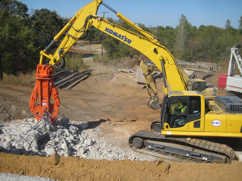 NPK M38G concrete pulverizer on Komatsu excavator-concrete recycling (12).jpg