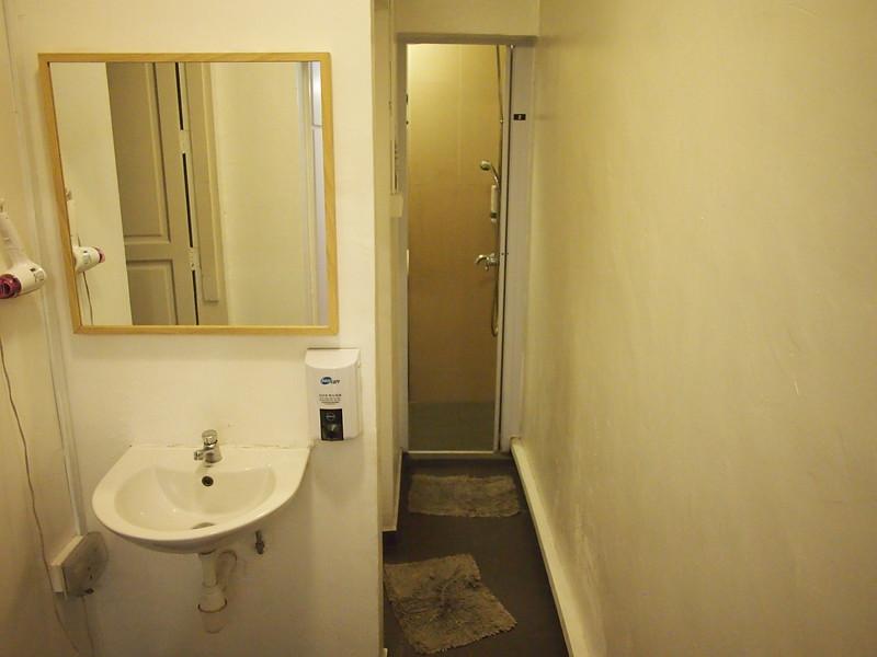 P5102314-shared-bathroom.JPG