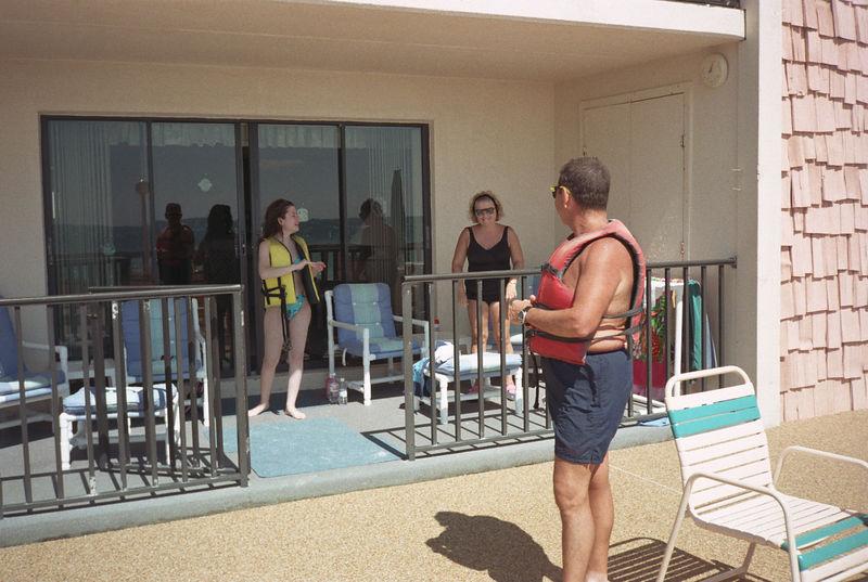 1997 04 20 - Beach w_Michele and Lisa 07.jpg
