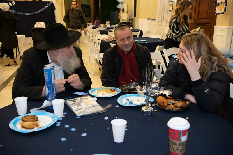 Brentwood Chabad -Chanukah1090.jpg