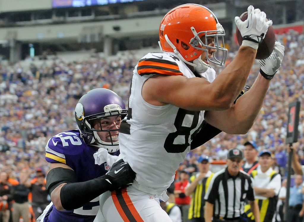 . Browns tight end Jordan Cameron secures the winning touchdown pass ahead of Vikings free safety Harrison Smith late in the fourth quarter. The 7-yard touchdown pass secured Cleveland\'s 31-27 win over Minnesota at the Metrodome in Minneapolis on Sunday, Sept. 22, 2013. (Pioneer Press: Sherri LaRose-Chiglo)
