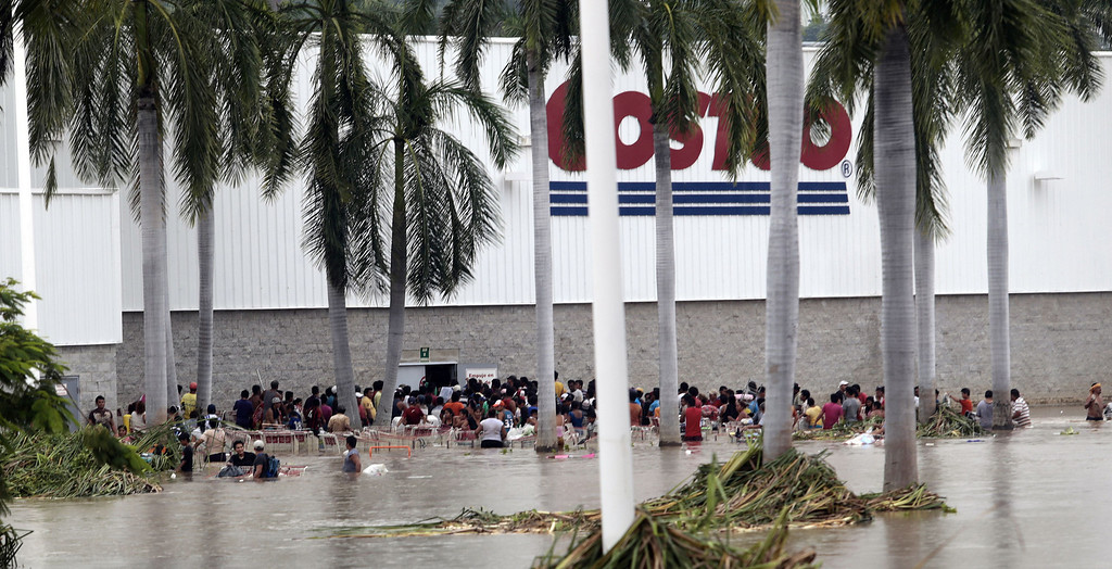 . Residents loot a suupermarket in Acapulco, state of Guerrero, Mexico, on September 17, 2013 as heavy rains hit the country. Mexican authorities scrambled Tuesday to launch an air lift to evacuate tens of thousands of tourists stranded amid floods in the resort of Acapulco following a pair of deadly storms. The official death toll rose to 47 after the tropical storms, Ingrid and Manuel, swarmed large swaths of the country during a three-day holiday weekend, sparking landslides and causing rivers to overflow in several states.  Pedro PARDO/AFP/Getty Images