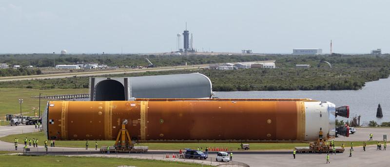SLS Core Stage Arrives at VAB