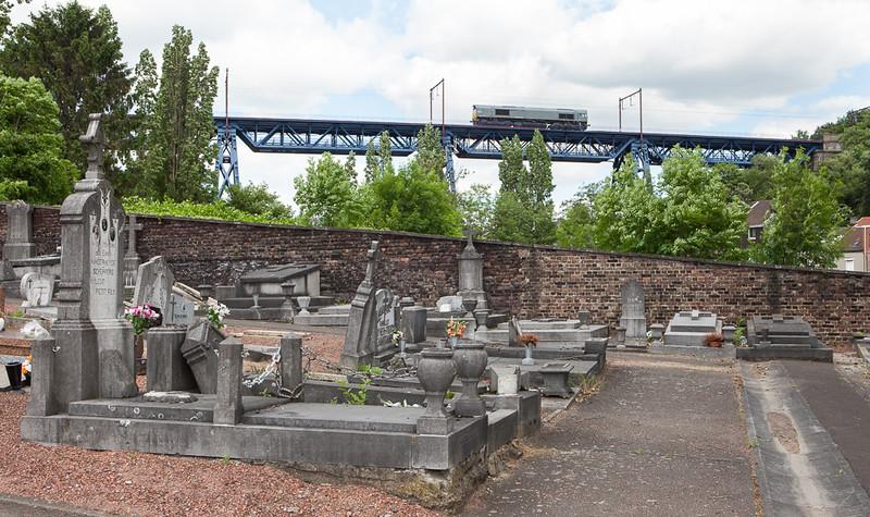 Railtraxx 1266 035 D-DISPO runs light engine as the 93412 (Kinkempois 12:45 - Bierset 13:24) past the lower graveyard in Tilleur.