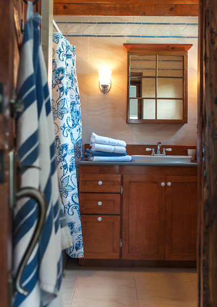 U1375 St Georges Bathroom w Skylight