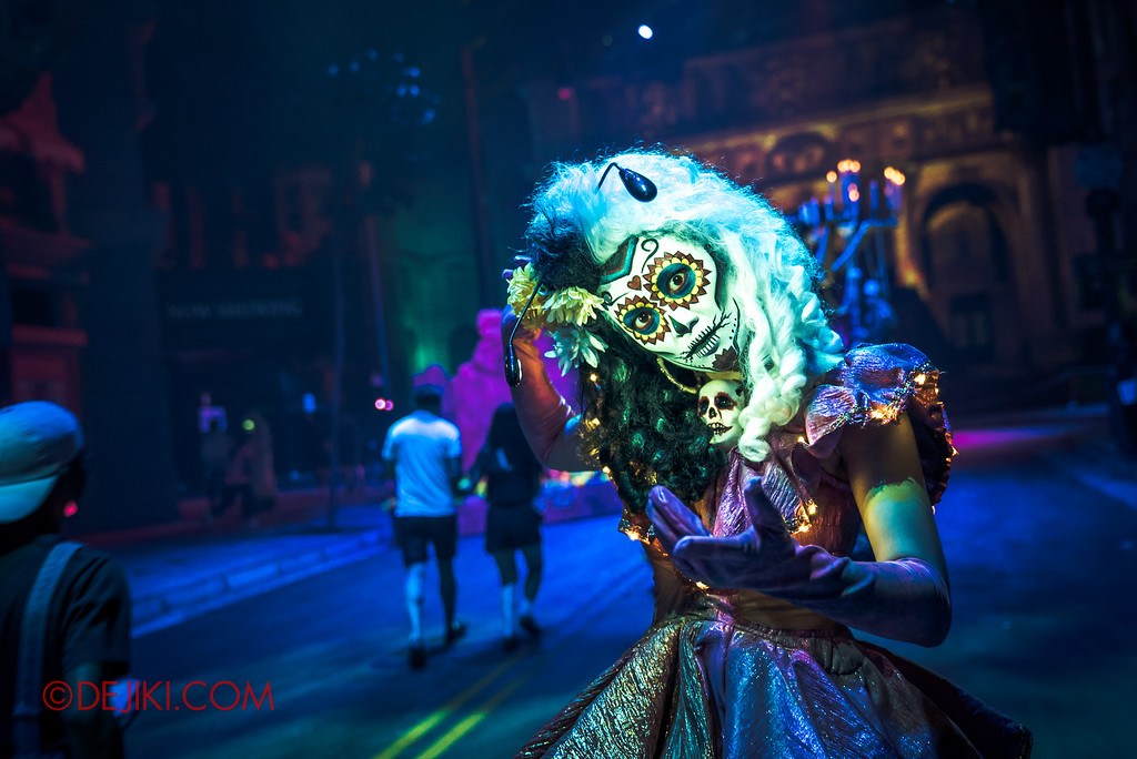 Halloween Horror Nights 6 Final Weekend - March of the Dead / Floating Cruella Hair
