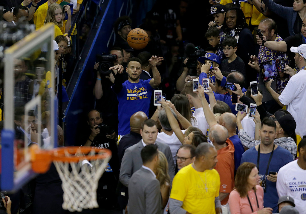 . Golden State Warriors guard Stephen Curry shoots from an aisle as part of his warm up routine before Game 2 of basketball\'s NBA Finals against the Cleveland Cavaliers in Oakland, Calif., Sunday, June 4, 2017. (AP Photo/Ben Margot)