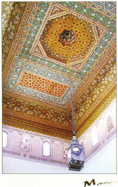 012_Maroc_Plafond_en_bois_de_cedre_polychrome_et_sculpte.jpg