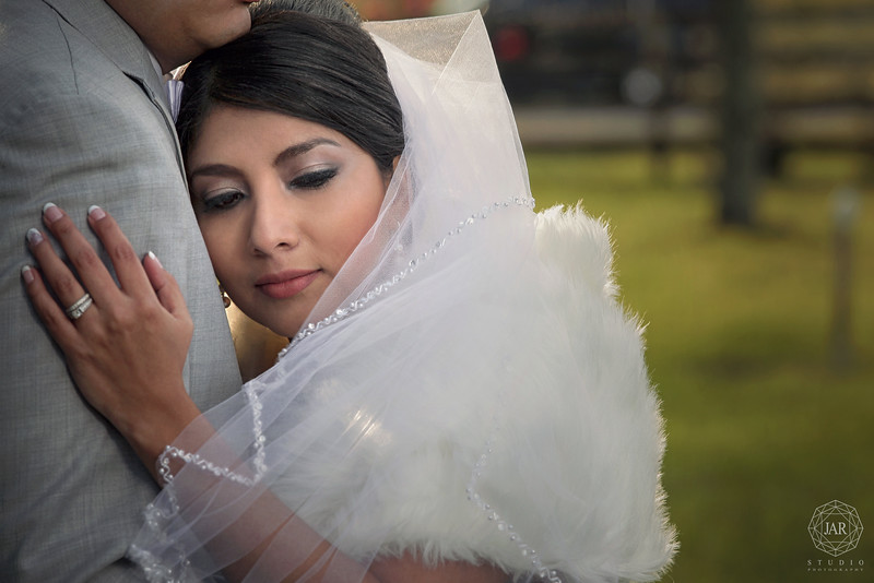 13-bride-beautiful-veil-makeup-isola-farms-jarstudio.jpg