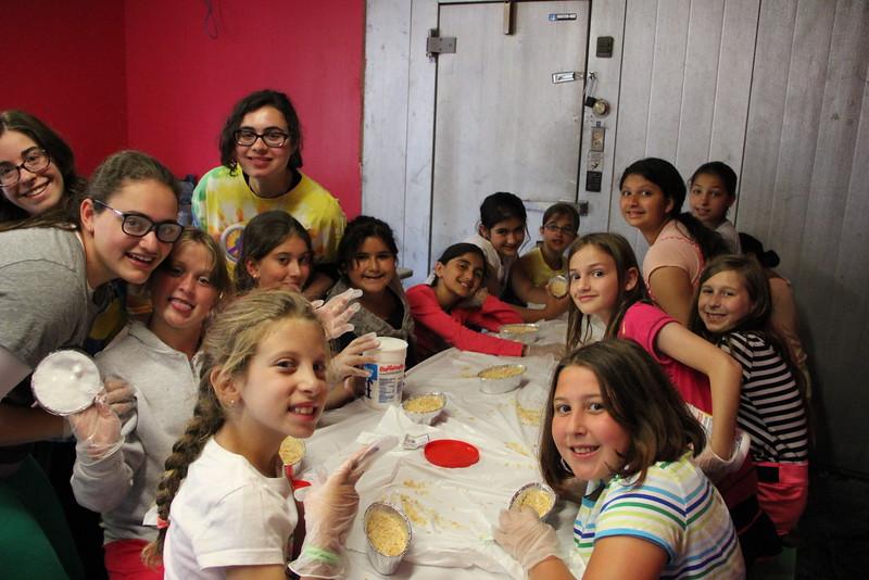 kars4kids_thezone_camp_girlsDivsion_activities_baking (90).JPG