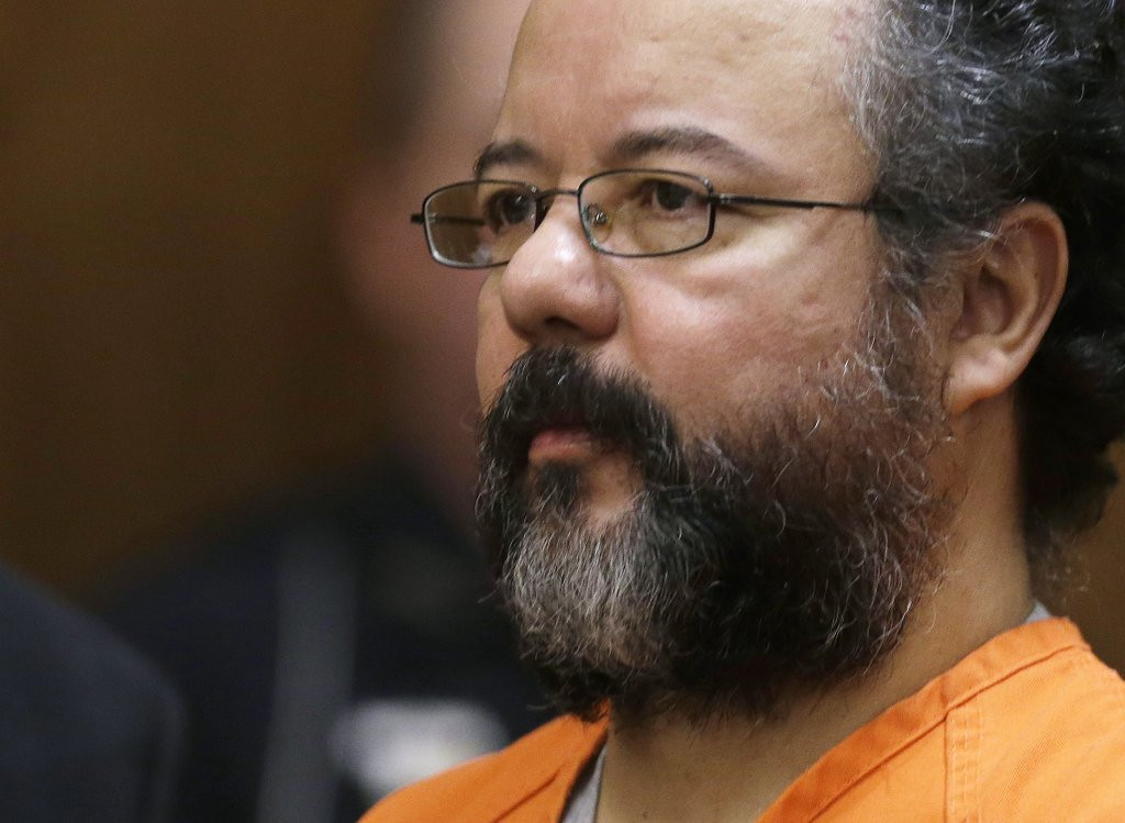 ". <p>1. ARIEL CASTRO <p>He wasn�t the Castro we�d most like to see hang himself, but we�ll take it. (unranked) <p><b><a href=\'http://www.twincities.com/national/ci_24010150/ohio-man-who-held-3-women-captive-commits\' target=""_blank\""> HUH?</a></b> <p>   <p>OTHERS RECEIVING VOTES <p> Robin Thicke, Bradley Manning, Jason Kidd, Terrence Howard, Sydney Leathers, Pittsburgh Pirates, deep-fried corn soup, Tom Menino, Miley Cyrus, �Fifty Shades of Grey�, Matt Flynn, Jared Sullinger, Hayden Panettiere�s tattoo, Roger Federer, Bashar al-Assad, �Vodka Samm�, Craig James, Molly. <p>  (AP Photo/Tony Dejak)  <br><p>Follow Kevin Cusick on <a href=\'http://twitter.com/theloopnow\'>twitter.com/theloopnow</a>."