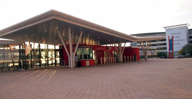 P5086638-airport-bus-stop.JPG