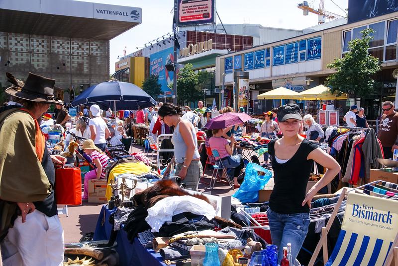 2010-06-06-Flohmarkt 37.jpg