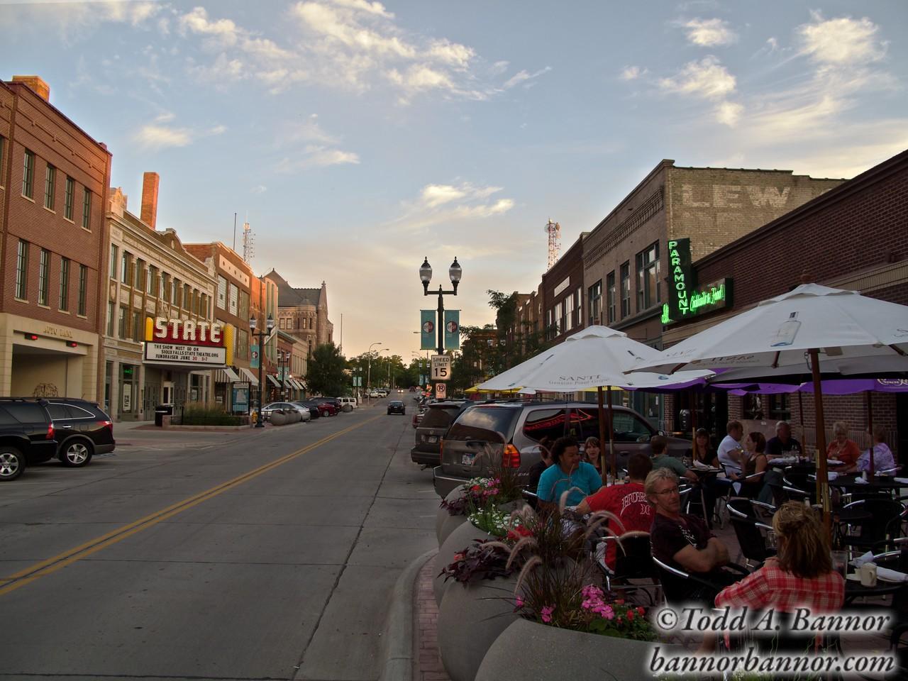 Sidewalk café on Phillips Avenue. Downtown Sioux Falls, South Dakota