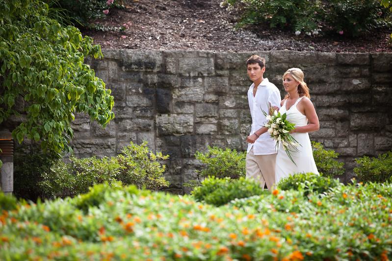 BAPemberton-Jefferson-City-MO-Wedding-Photographer-Governors-Garden-08052011-3.jpg