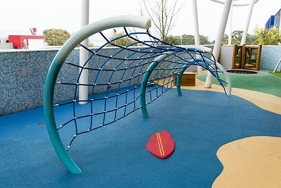 wave net climber with surf board