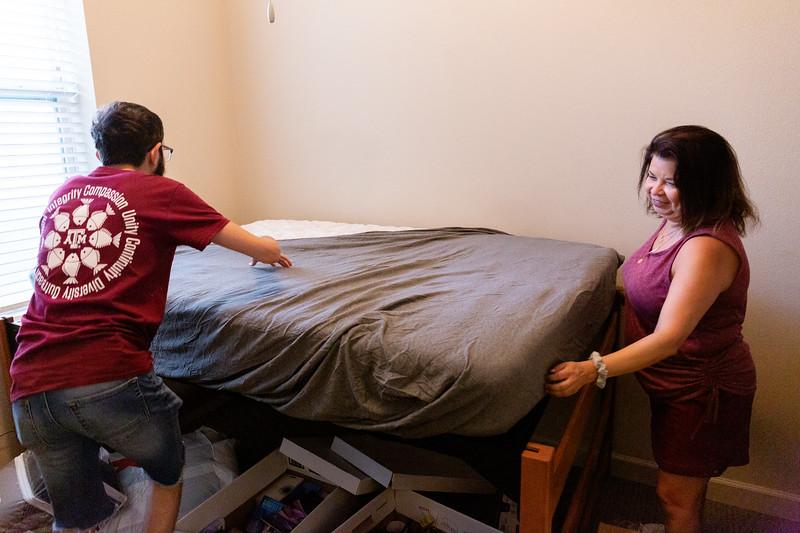 Aggie ACHIEVE Dorm Move In_0013.jpg