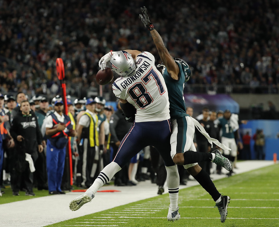 . Philadelphia Eagles cornerback Jalen Mills (31) breaks up a pass intended for New England Patriots tight end Rob Gronkowski (87), during the first half of the NFL Super Bowl 52 football game, Sunday, Feb. 4, 2018, in Minneapolis. (AP Photo/Charlie Neibergall)