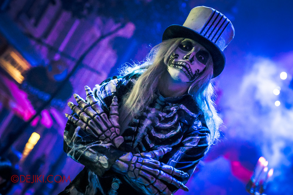 Halloween Horror Nights 6 - March of the Dead scare zone / Skeleton Gentleman