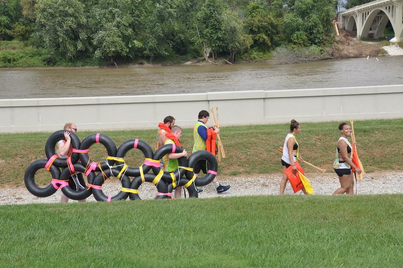160917 Family Weekend Tube Race teams in front of Clark Memorial (19).JPG