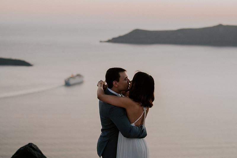Tu-Nguyen-Destination-Wedding-Photographer-Santorini-Elopement-Alex-Diana-198.jpg