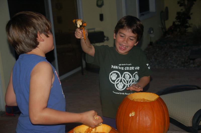 2009october28_carvung pumpkins a 010.jpg