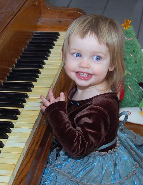 06-Helen at piano.jpg