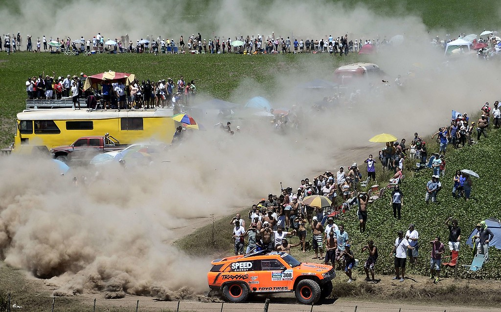 . Hummer\'s driver US Robby Gordon and co-driver Johnny Campbell take part in the 2015 Dakar Rally stage 1 between Buenos Aires and Villa Carlos Paz, Argentina, on January 4, 2015. FRANCK FIFE/AFP/Getty Images