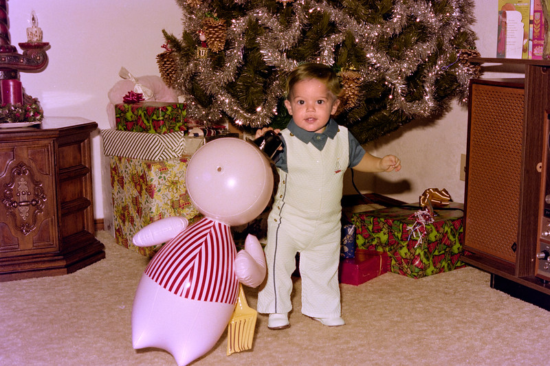 1975-12-25 #2 Anthony's 1st Christmas.jpg