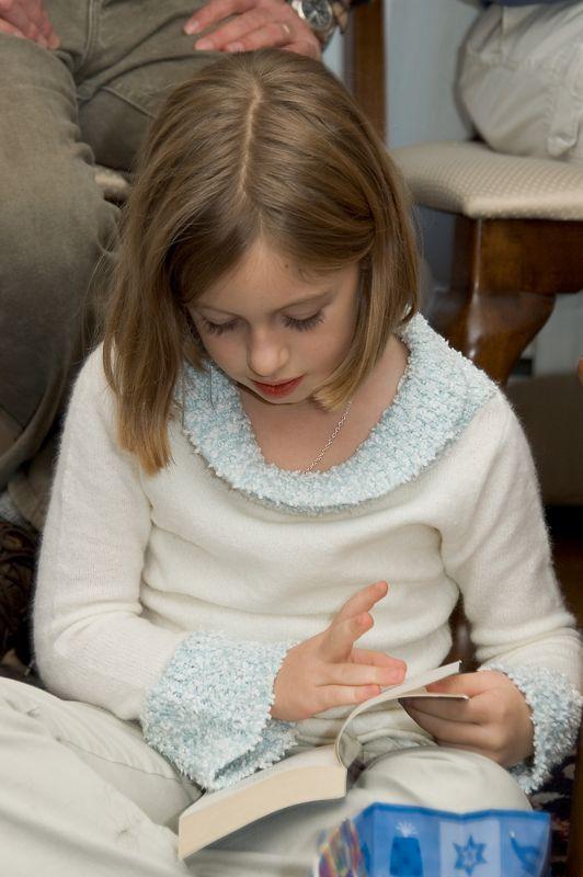 Gabrielle reads her new book   (Nov 26, 2004, 03:06pm)