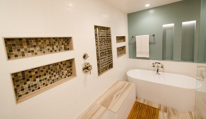modern-glass-bathroom-010.jpg