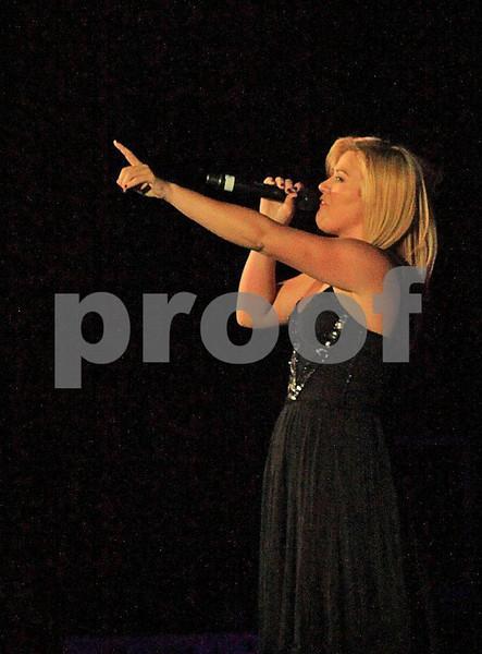 Kelly Clarkson 8773c.jpg