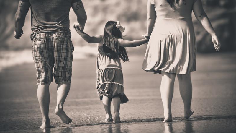 beach family (6 of 1).jpg
