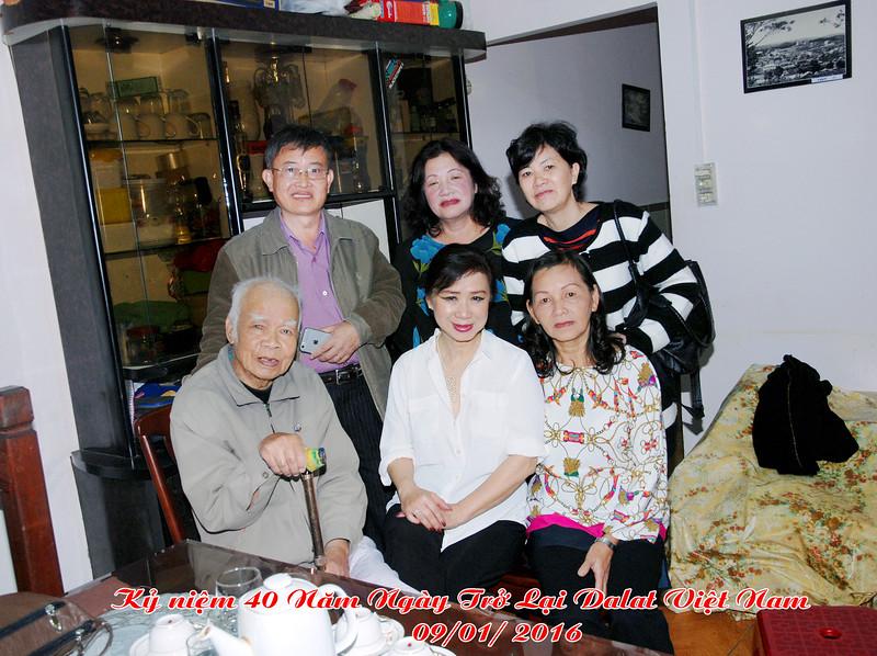 Thầy Lưu Văn Nguyên, Nhất Anh, Đỗ Thị Thu. đứng: Phạm Minh Cường, Nguyễn Thị Dung, Nguyễn Thị Thành