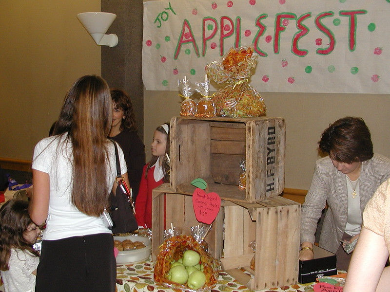2003-09-28-JOY-Applefest_016.jpg
