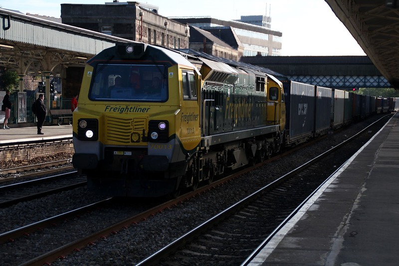 70013 0733/4V51 Southampton-Wenloog passes Newport   13/06/14
