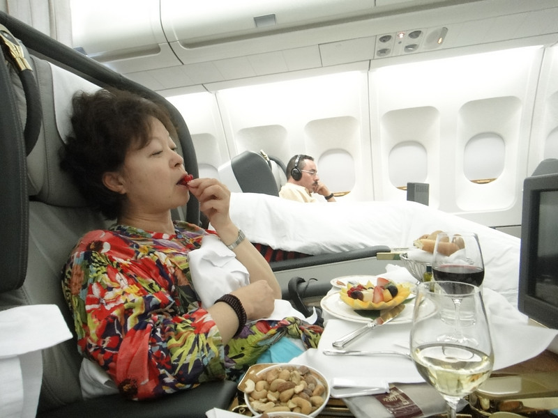 [20101009] Day 10 - BB 1st Class on Emirates Airlines (18).JPG