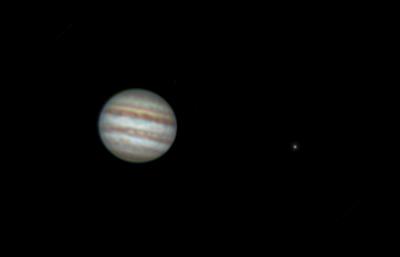 Jupiter a Io 29. 3. 2017, Olomouc, zhruba 4:30 SELČ. SkyWatcher 130/650, barlow 2x, MS Lifecam 5000, stack zhruba 5000 snímků.