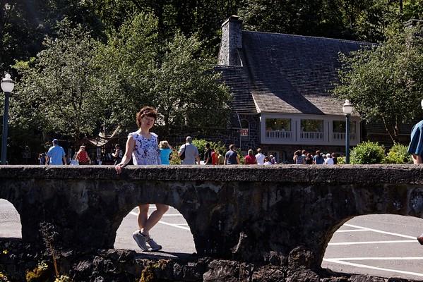 Family - Travel - Multnomah Falls, Oregon - August 14, 2010