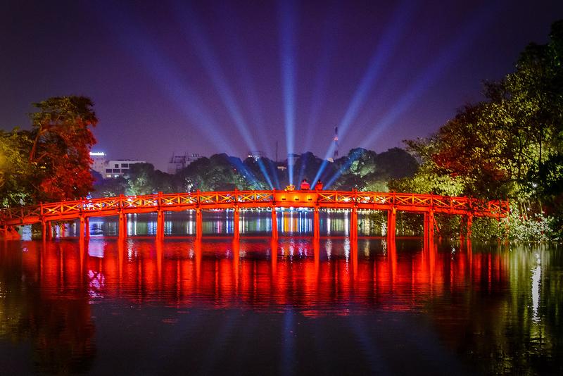 Hoàn Kiếm Lake at Night